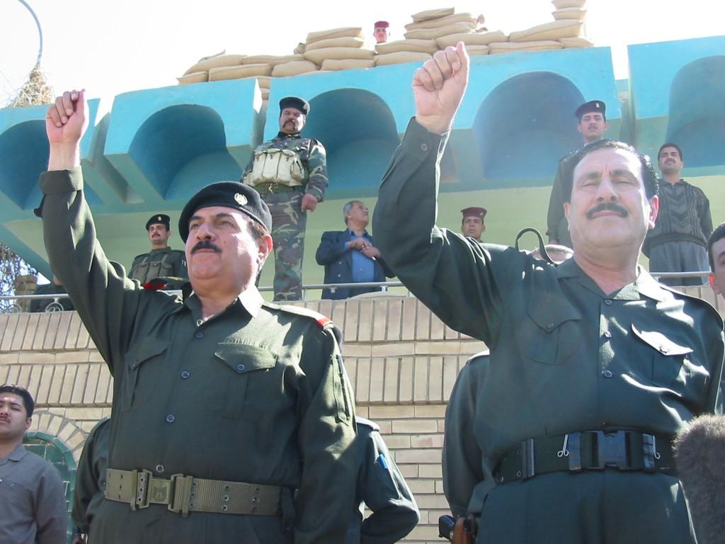 Oficiales del régimen de Saddam, en Bagdad, días antes de la caída del régimen. Foto: Fernando Matey