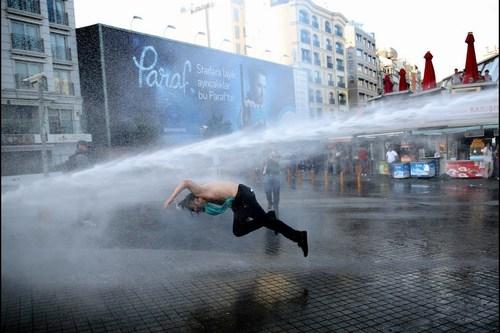 Represión policial en la plaza Taksim de Estambul.