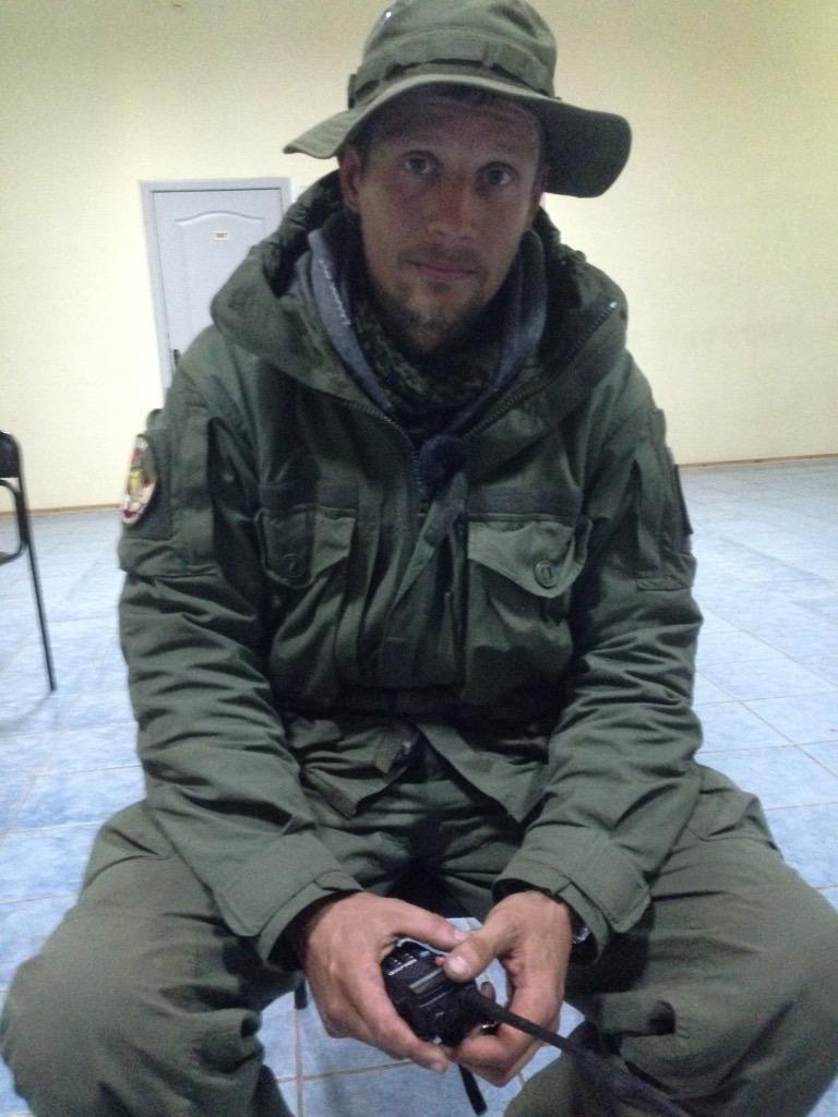 """Ucrania se ha convertido en un psiquiátrico"". Serguéi, voluntario ruso, se vuelve a casa. Foto: Vicent Montagud."